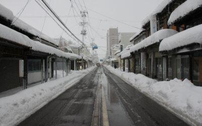 今回は滋賀県近江八幡市内で発生した積雪の影響で被害を受けたご自宅の火災保険軒樋・波板工事