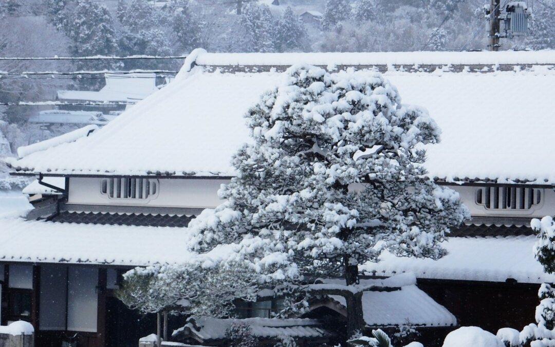 本日は滋賀県東近江市で発生した積雪の影響で被害を受けたご自宅を火災保険を活用した軒樋工事
